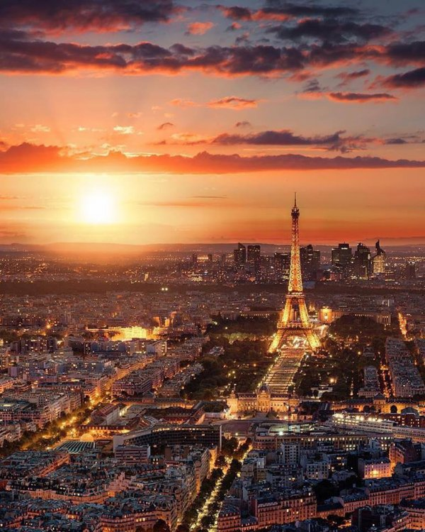 Le soleil se couche sur Paris.....