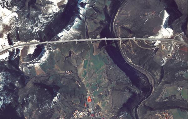 Viaduc de Millau vu par satellite......