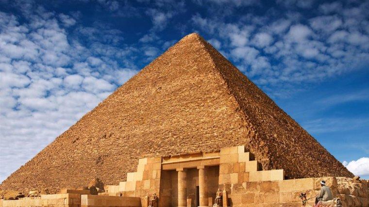 Les pyramides d'Égypte....