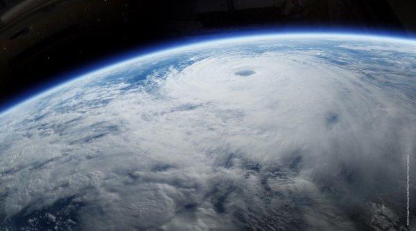 Un ouragan au-dessus de l'Atlantique Nord....