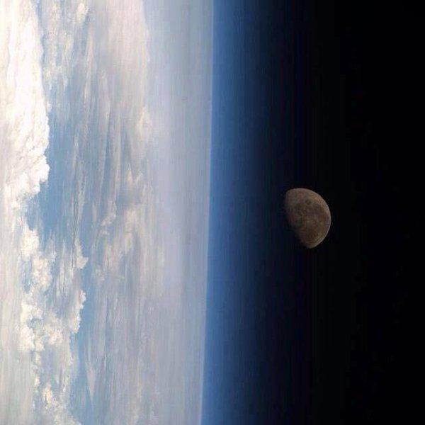 La terre et la lune de l'espace !!!! Splendide....