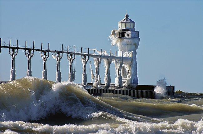 Début de l'hiver, le phare de Saint-Joseph du lac Michigan. USA....