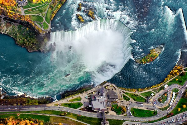 Les Chutes du Niagara vue du ciel.........
