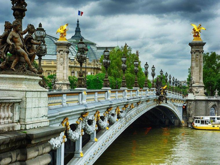 Le Pont Alexandre III, Paris, France....