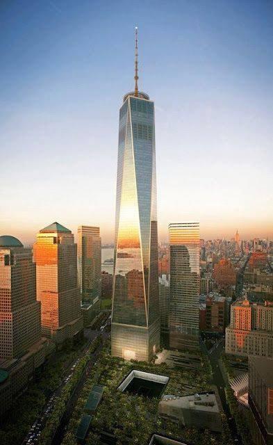 Le mémorial et la tour remplaçant les tours jumelles du World Trade Center, à New York. U.S.A....