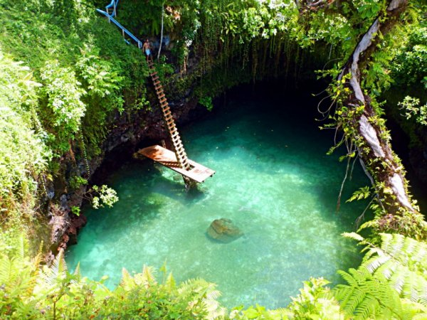 Piscine naturelle de Lotofaga aux îles Samoa.....