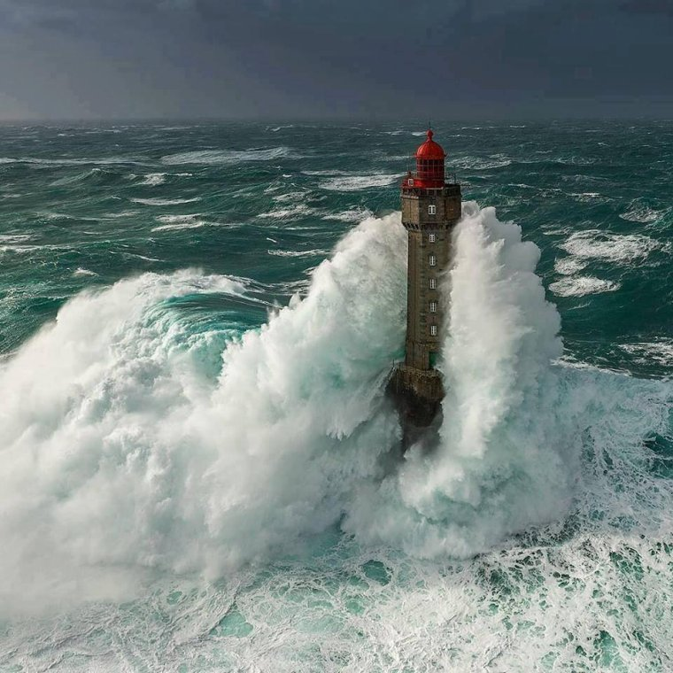 Le phare de la jument en mer d'Iroise,France.....