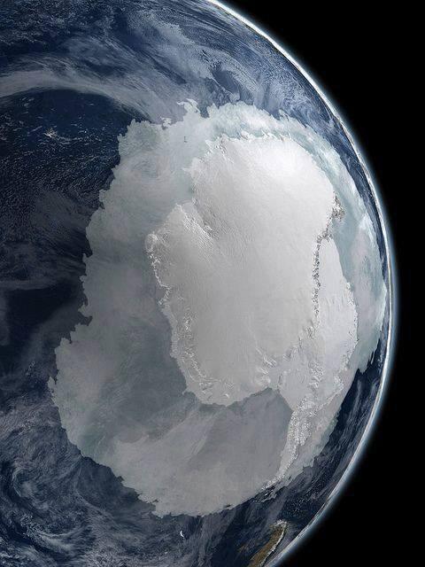 Calotte glacière de l'hémisphère sud depuis l'espace......
