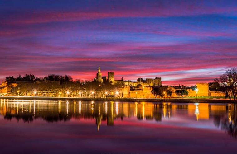 Avignon, le palais des papes, les remparts, le Rhône,France....