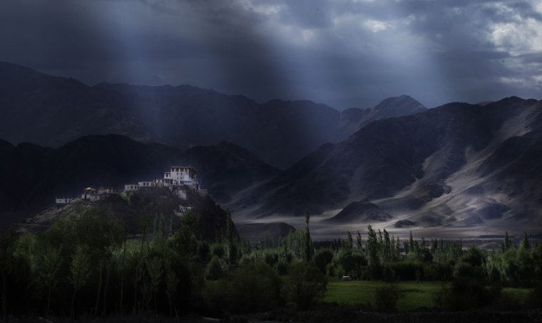 Lumière magique sur le monastère Ladakh, Inde....