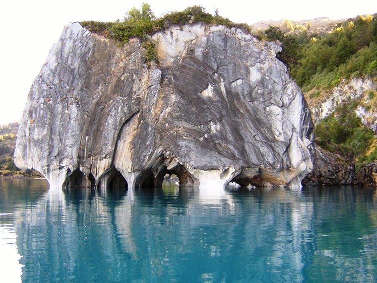 Cathédrale de marbre sur le lac Général Carrera, Patagonie, Argentine...
