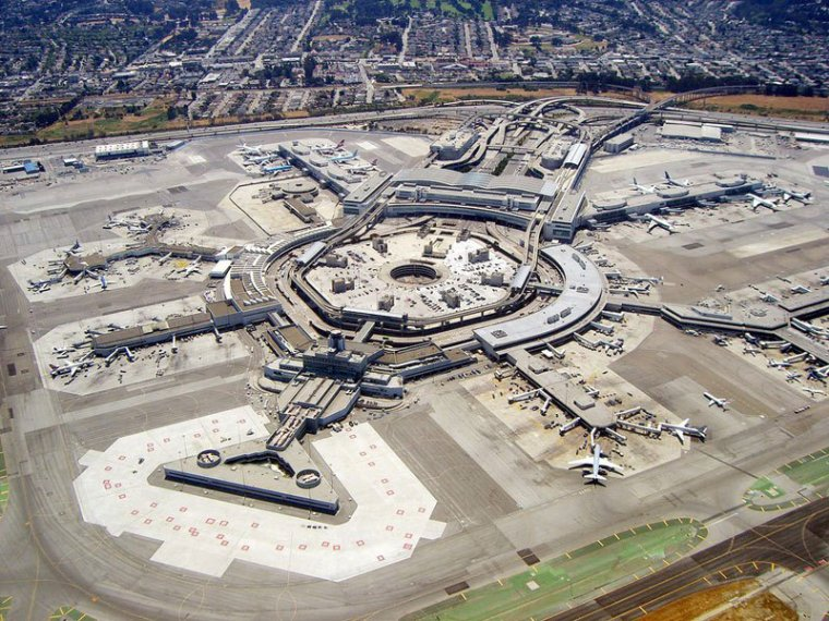 L'aéroport international de San Francisco vu du ciel...
