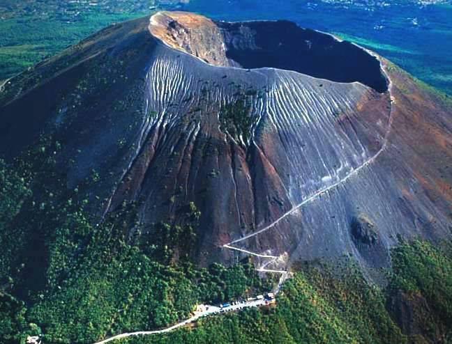 Le Vésuve, Italie : montée vers le cratère du volcan....