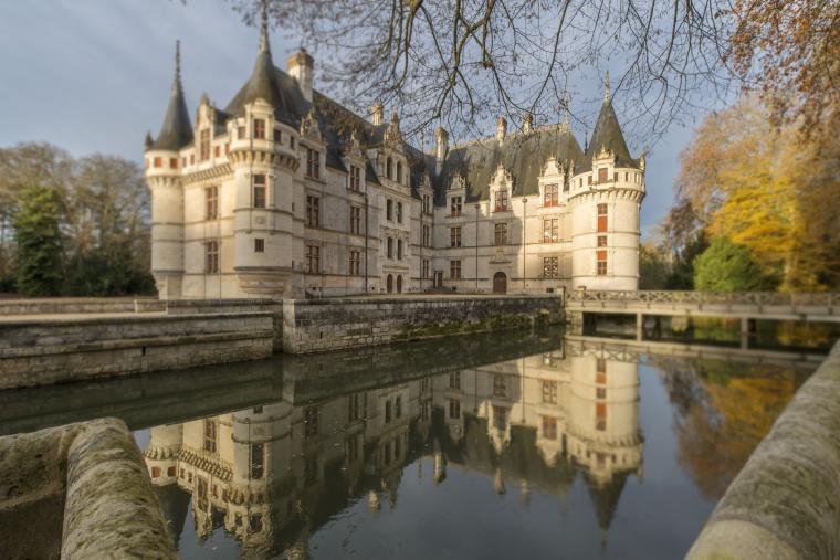 Le château d'Azay-le-Rideau, Indre-et-Loire, France.....