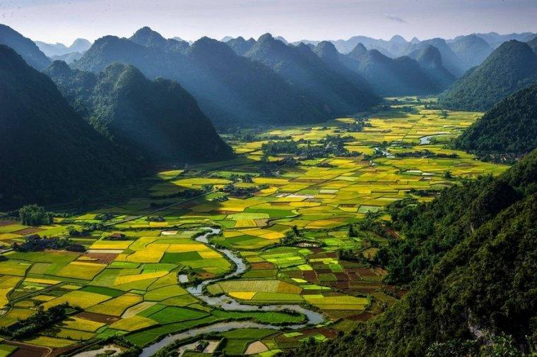 La vallée de Bac-Son au Vietnam....