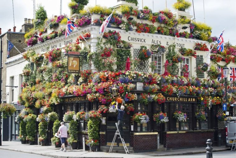 The Churchill Arms, à Londres, Grande-Bretagne.....