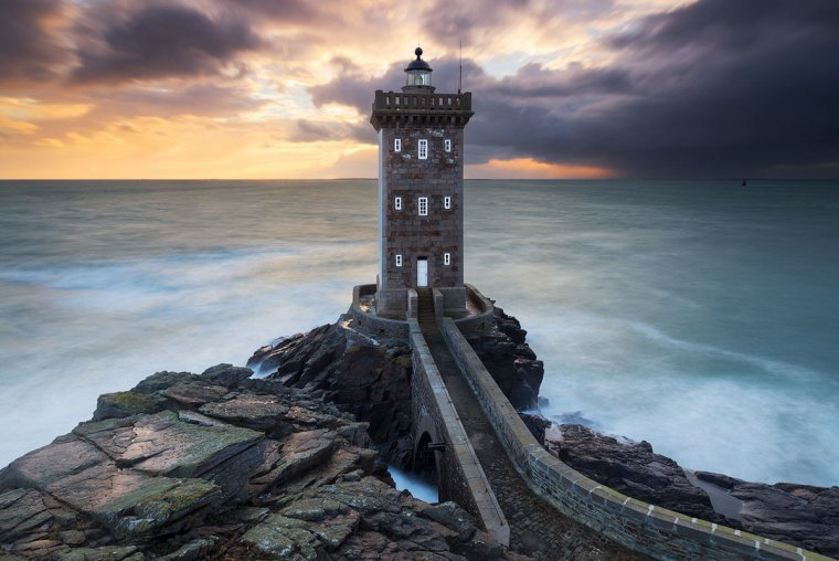 Le phare de Kermorvan, bretagne, France....