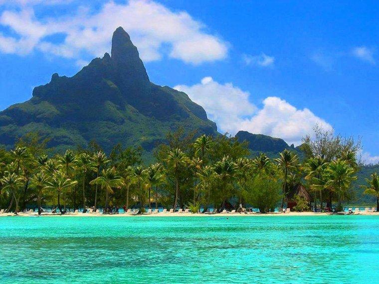 La montagne Otemanu, sur l'île de Bora Bora.......