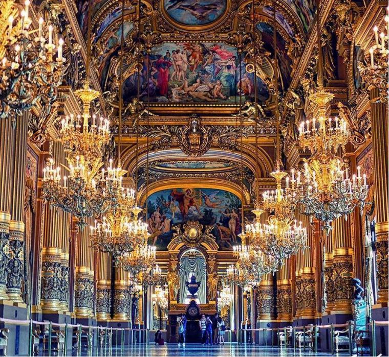 Le palais Garnier, Paris, France.....