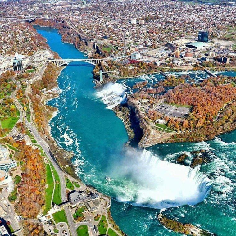 Les chutes du Niagara.....