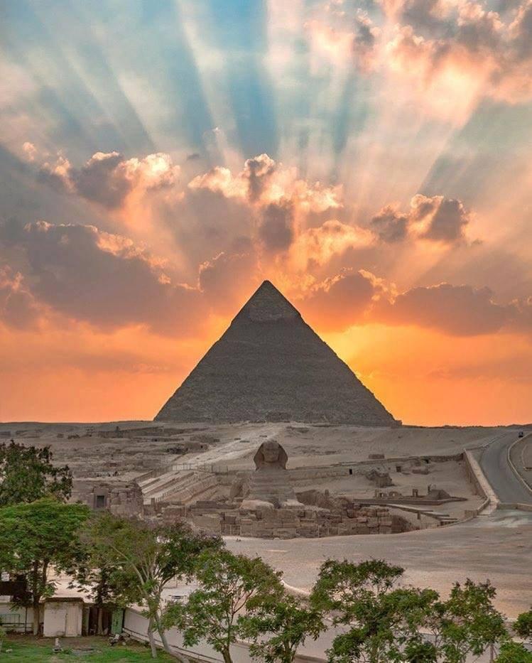 Spectaculaire coucher de soleil sur Gizeh, �Égypte......