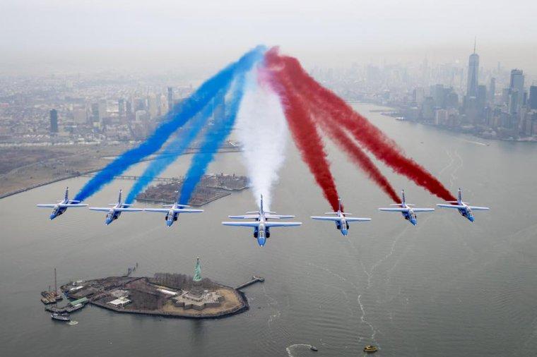 La patrouille de France au dessus de la Baie de New York et de Liberty Island, USA......