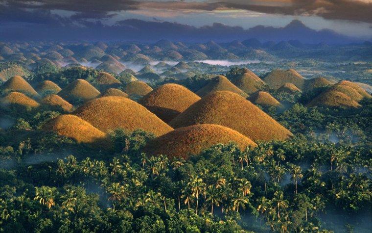 Chocolate Hills sur l'île de Bohol, Philippines...