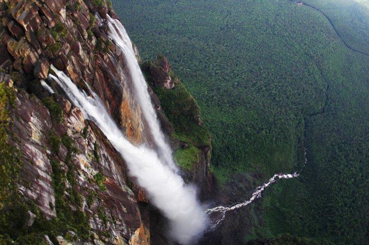 Salto Angel au Venezuela, la plus grande chute d'eau au monde...