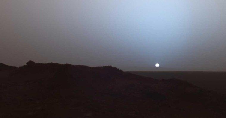 Coucher de soleil sur Mars.....