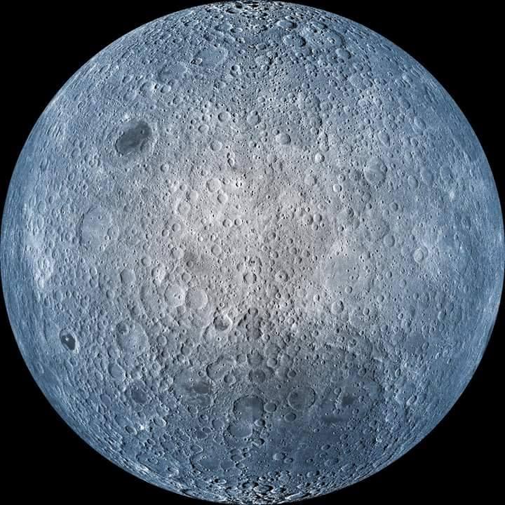 Mesdames et Messieurs, voici la face cachée de la Lune. Prise par le Lunar Reconnaissance Orbiter....