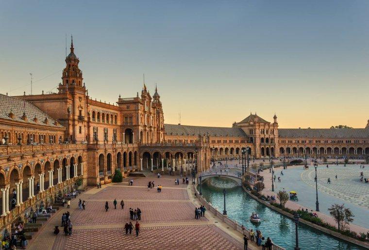 La célèbre Plaza de España et ses arcades à Séville, Andalousie, Espagne....