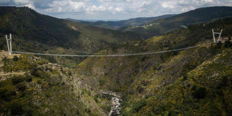 """Baptisé  """" 516 Arouca """"  Le pont suspendu pour piéton le long du monde. Arouca, Portugal...."""