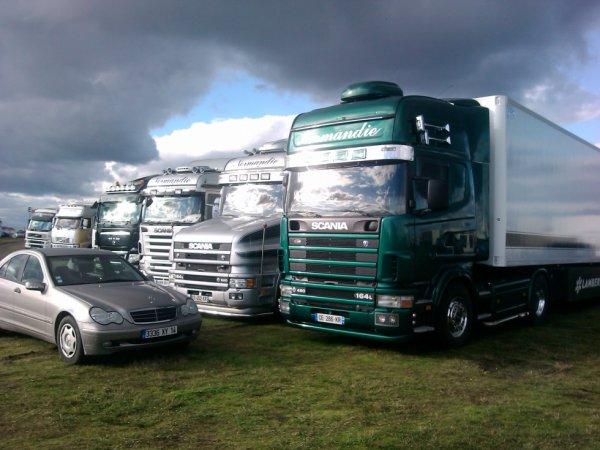Scania de Yann, Le Torpedo du Chef , et le Scania de Morgan, il manque le nouveaux R560 qu'on ne voit pas