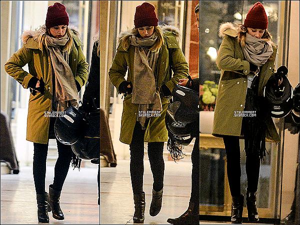 17/01/2013 | Amber et une amie vu dans les rues parisiennes sur les Champs Elysées.