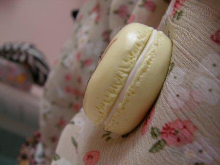 Collier macaron vanille coulis de chocolat