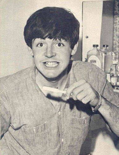 Paul & sa brosse à dent =D