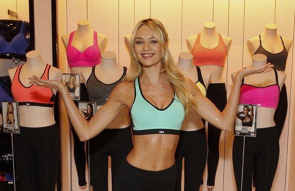 Candice Swanepoel est tout au sujet du VS Sport Bra