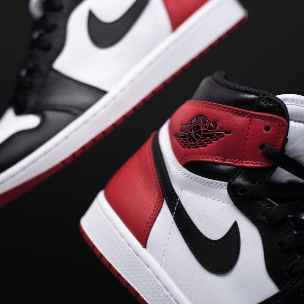 Air Jordan 1 Retro High OG Black Toe (2016)