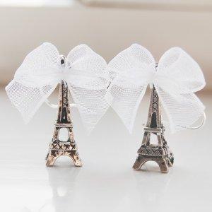 Paris ouais la ville où tout semble mieux .  La ville que tout le monde adore._____ LA VILLE !____________