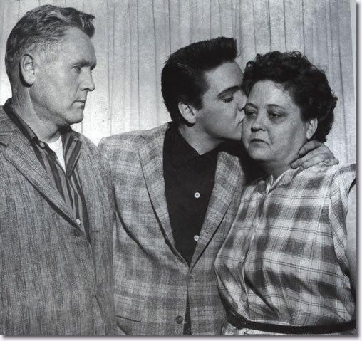 Photos : Elvis Presley Graceland + Armée induction au bureau Tirant d'eau Le  24.Mars .1958