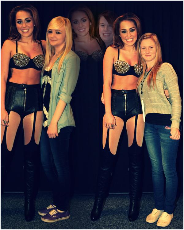 26.06.11 -Meet&Greet de Miley.28.06.11 -Miley à l'aéroport de Sidney (Je ne met pas les autres photos car on ne voit pas vraiment Miley) .  __.__.11 -Photos personelle de Miley .