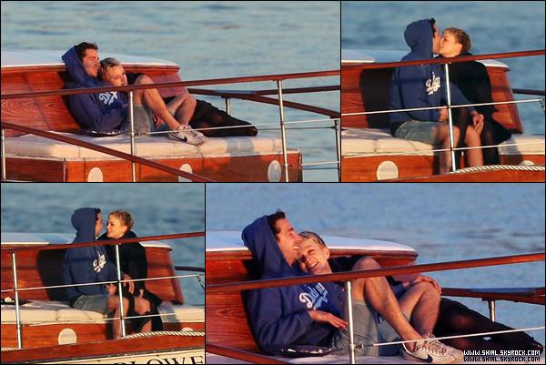Flash Back    .14 Fevrier 2010 : Shia et Carey pour la saint valentin regardant un couché de soleil. ♥ .