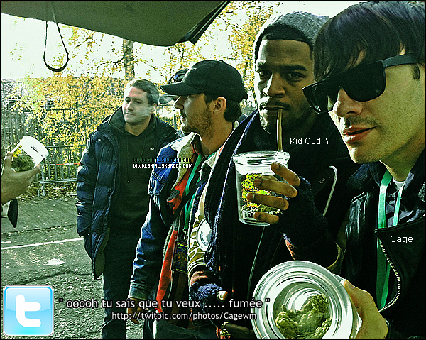 .22 Novembre 2010 : Cage à poster sur son twitter une photo ou l'on voit Shia. (Amsterdam) .