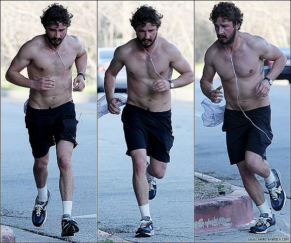 __♦ Candids18 Janvier 2011 : Shia ou plutot l'homme des cavernes faisant un Jogging à Los Angeles.  .