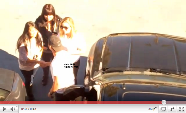 __♦ Videos10 ou 11 Fevrier 2011 : Sur cette video on y voit Shia saluant quelques fans, Los Angeles. .