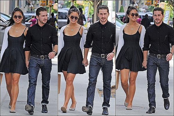 ;28/06/11 : Peu de temps avant la première de TF3 Shia et Karolyn ont était vu sortant d'un magasin à NY. J'adore la tenue de Shia mais encore plus celle de Karolyn ♥ Surtout sa robe. Ils sont trop mignon tout les deux. un top ou un flop?  :