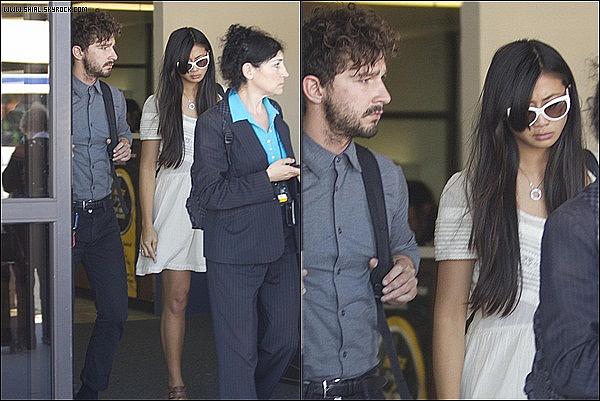 ;17/07/11 : Shia LaBeouf et Karolyn Pho été l'aéroport de Burbank, CA. J'adore ses cheveux ♥ TOP/FLOP?  :