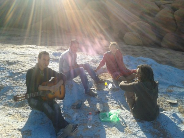 c moi avec la guitara et mais amis