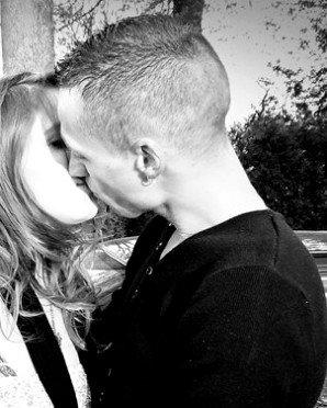 """Je t'aime déraisonnablement, anormalement,follement et je n'y suis pour rien. C'est de ta faute, tu es magnifique. Serre-moi par la pensée dans tes bras et dis-toi que rien au monde ne compte en dehors de toi pour moi."""""""