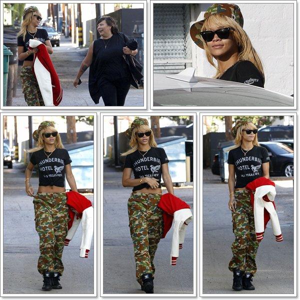 Le 10 février 2012  Rihanna  a été aperçue en sortant d'un studio dans West Hollywood le look de la belle change tout les jours en ce moment...TOP ou BOF?